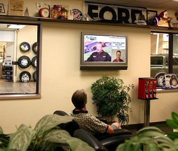 StrandVision digital sign in Eau Claire Ford Lincoln Mercury waiting room